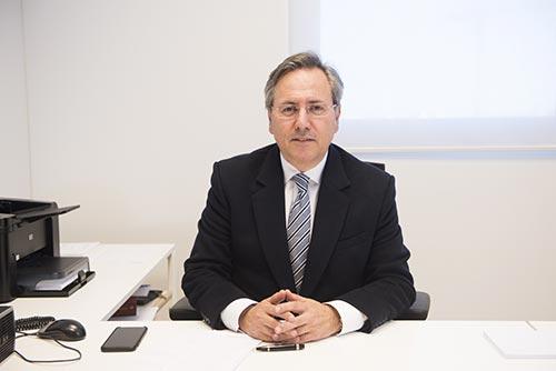 Dr. Pablo MOreno Llorente en su despacho